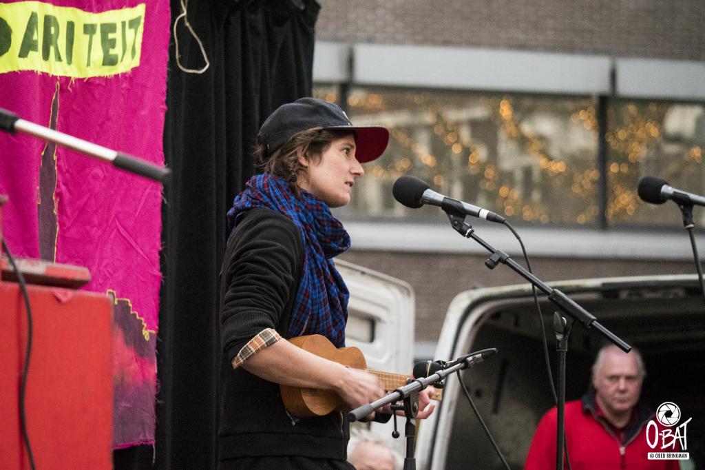 Shireen tijdens de antirascistische blockparty ::: foto: Obed Brinkman